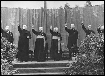 curas-nazis