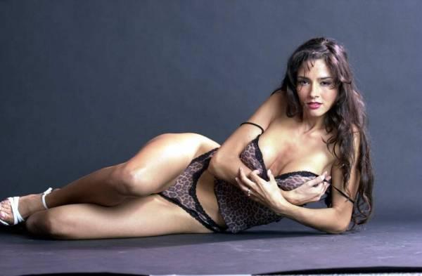 Fotos del bikini Elizabeth Perkins