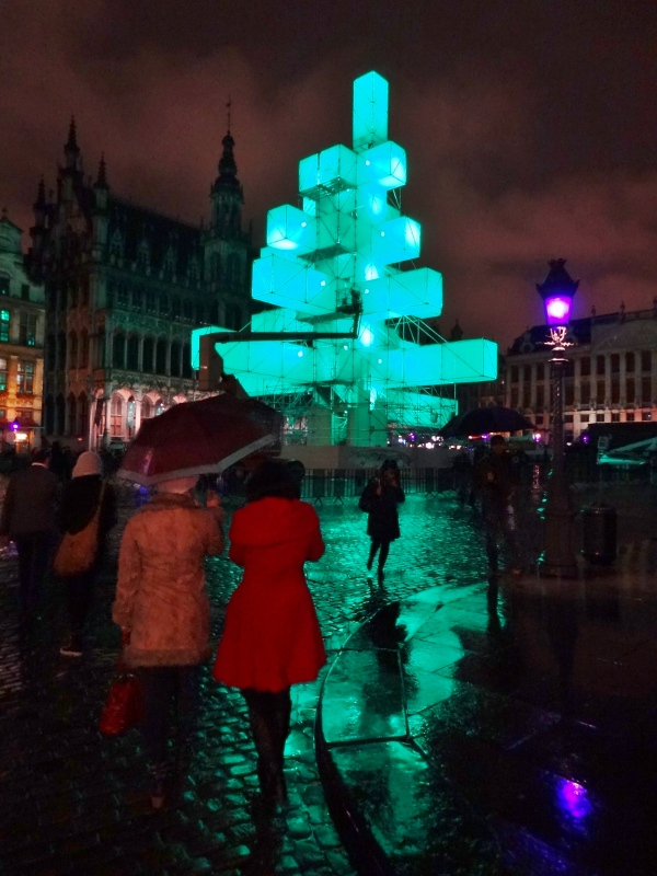 brussels-christmas-tree-in-grand-place-9609-600x800