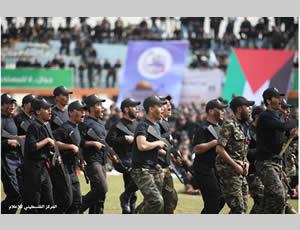 Milicianos de hamas desfilando
