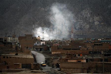 El humo se eleva después del ataque con bomba en una zona chií en la ciudad pakistaní de Quetta. La inteligencia paki acusa al grupo suni Lashkar-e-Jhangvi