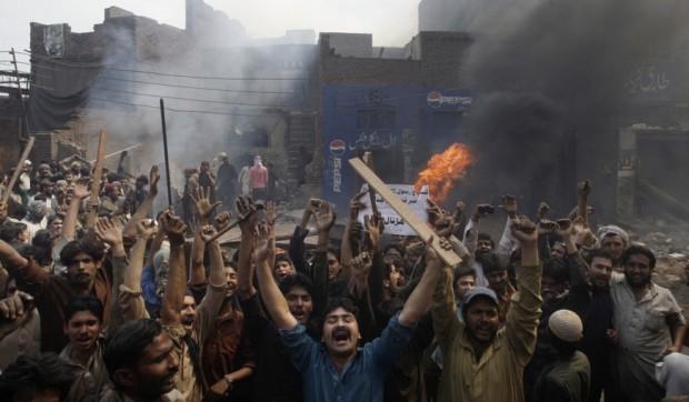 Pakistani-mob2-620x362