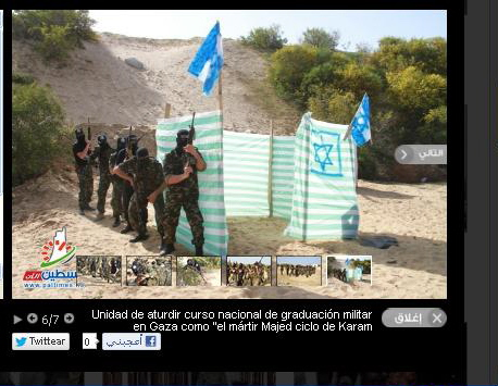 Aguerridos miembros del comando Thunderbolt antes de tomar al asalto un cercado sionista para cambiarse la ropa en la playa de la malvarrosa