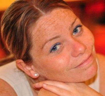 Krystle Campbell de 29 años de Arlintong. Esta es la linda foto que tenía en su pagina del face.