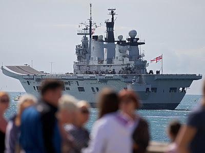 la-proxma-guerra-hms-illustrious-buques-de-guerra-britanicos-gibraltar-españa
