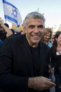 le-centriste-yair-lapid-a-netanya-en-israel-le-22-janvier-20_983331