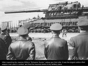 Hitler inspeccionando el 800 mm Shwerer Gustav Railway.