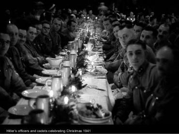 Oficiales de Hitler celebrando las navidades de 1941.
