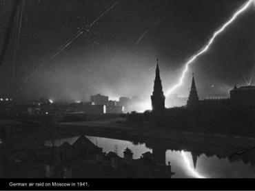 Raid aéreo alemán sobre Moscu en 1941.