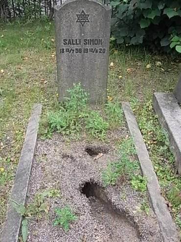 madrigueras-en-una-tumba-cementerio-judio-gotemburgo-foto10