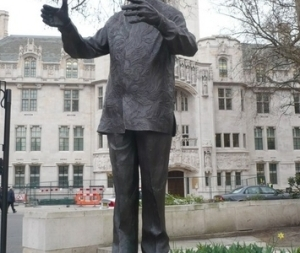 the-statue-of-nelson-mandela-in-parliament-square_400_300
