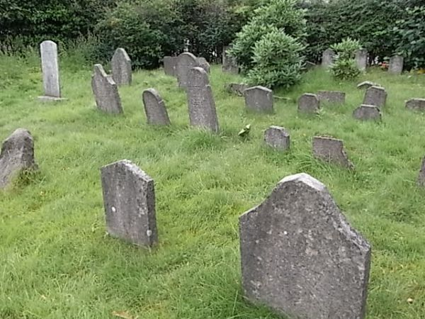tumbas-antiguas-cementerio-judc3ado-gotemburgo-fot04