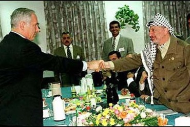 netanyahu-shaking-hands-with-arafat-in-hebron