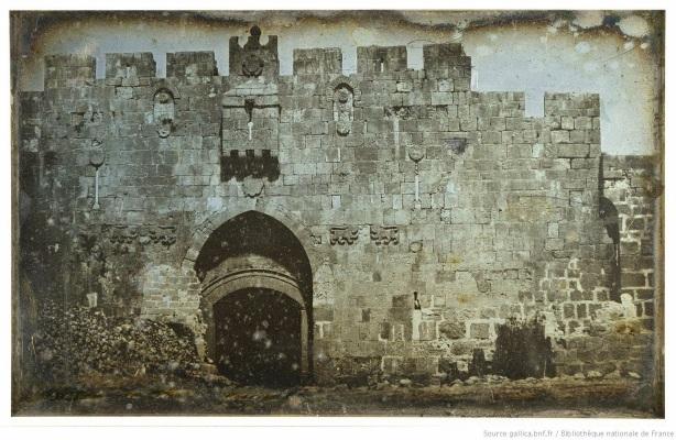 1840 lions gate