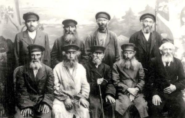 Ancianos de la Hevra Kaddisha sociedad funeraria en Mir