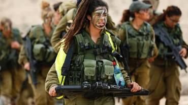 Chica del batallon femenino Caracal Gato del desierto