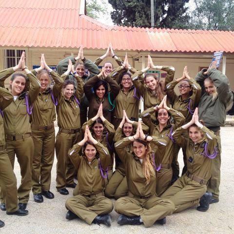Grupo de soldaditas de las IDF