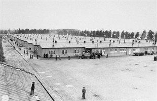 Prisoners_barracones_dachau