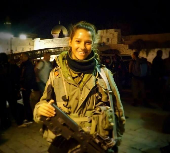 Soldadita IDF nocturno en el kotel