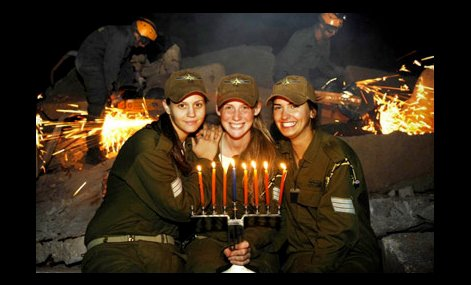 Titis IDF celebrando Januká