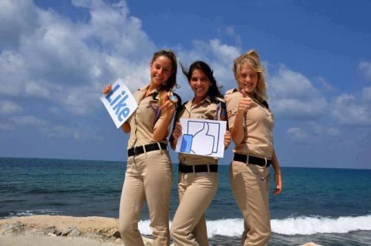 Tres nenas IDF oiden su like