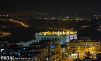 Sinagoga mas grande de Jerusalem replica de la destruida en Belz-Polonia.