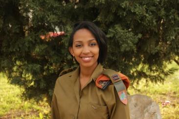 Teniente Tobi Cohen
