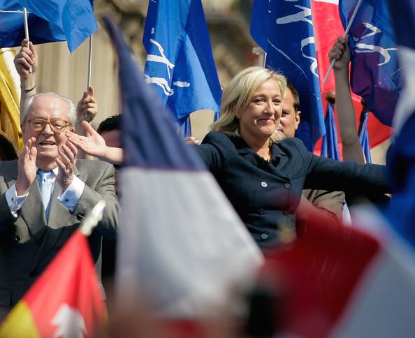 Marine+Le+Pen+May+Day+Protest+Paris+Qqq-9Qbi1Hcl