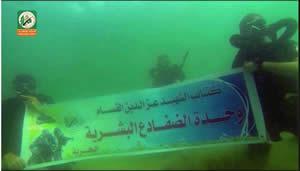 Video que presenta los entrenamientos de la Unidad de Comando marítimo del brazo militar de Hamás (página facebook del foro de Hamás, 10 de julio de 2014)