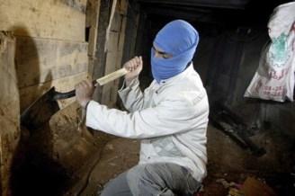 Escabando un tunel en Rafah en 2013