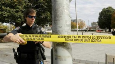 141022152655_a_police_officer_closes_off_the_scene_near_the_canada_war_memorial_following_a_shooting_incident_624x351_reuters