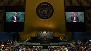 La secretaria de Estado, John Kerry, se dirige a la Conferencia de 2015 de las Partes en el Tratado sobre la no proliferación de las armas nucleares (TNP) en el assemby General de las Naciones Unidas 27 de abril 2015, en Nueva York. (AFP PHOTO / TIMOTHY A. CLARY)