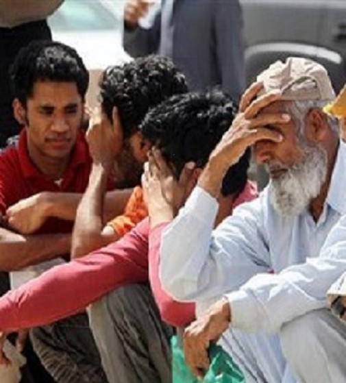 Illegal immigrant workers wait in line at the Saudi immigration offices at the Alisha area, west of Riyadh May 26, 2013.