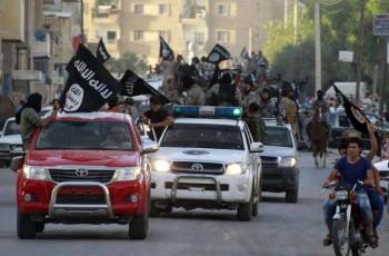 © Proporcionado por El Confidencial Militantes del ISIS durante un desfile militar en Raqqa, 'capital' del Califato en Siria (Reuters).