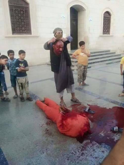 ISIS enseñando a niños a degollar2