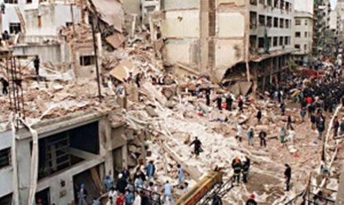 ****nacp2 NOTICIAS ARGENTINAS BAIRES, NOVIEMBRE 9: Fotografia de archivo del atentado a la AMIA ocurrido el 18 de Julio de 1994 en el que  murieron 85 personas.  El fiscal Alberto Nisman anunció esta tarde que