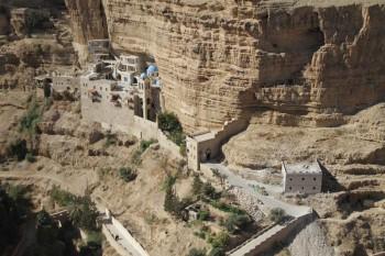 árabes en Judea Samaria y Franja de Gaza. Se les suministra agua, electricidad e infraestructuras.
