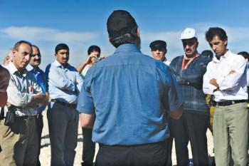 La Administración Civil organiza encuentros entre israelíes y palestinos con el fin de favorecer el intercambio en ciertos dominios como la agricultura.