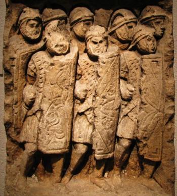 Legionarios romanos de talla que se encuentran en Glanum, el sur de Francia (CC BY-SA Ursus, Wikimedia Commons)