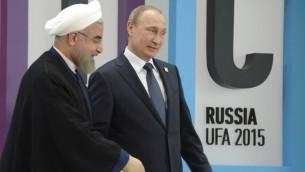 El presidente de Rusia, Vladimir Putin (R) da la bienvenida al Presidente Hassan Rouhani de Irán durante la séptima cumbre BRICS en Ufa, el 9 de julio de 2015. (Alexander NEMENOV / AFP)