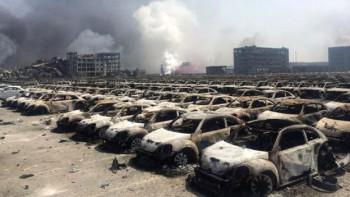 Las explosiones destruyeron edificios y cientos de autos en la terminal portuaria.