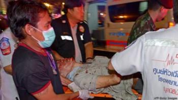 La policía y los paramédico evacuaron a los heridos