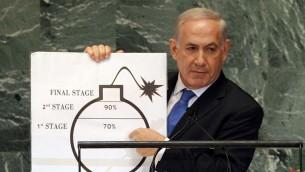 """El primer ministro, Benjamin Netanyahu, expone su """"línea roja"""" para Irán en un dibujo de la historieta-bomba durante un discurso ante la Asamblea General de la ONU, el 27 de septiembre de 2012. (Avi Ohayon / GPO / Flash90)"""