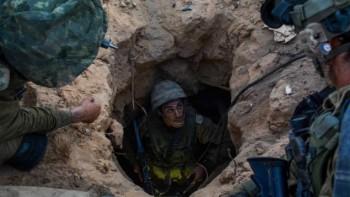 """Los soldados de la Brigada Givati visto en la entrada de una de Hamas ataque túnel """"el miércoles 23 de julio de 2014. (Crédito de la foto: Portavoz de la FID unidad / Flash90)"""