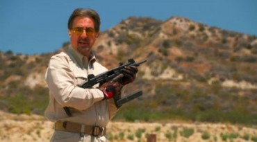joe-mantegna-with-uzi