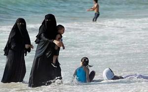 niqab-playa_300_188
