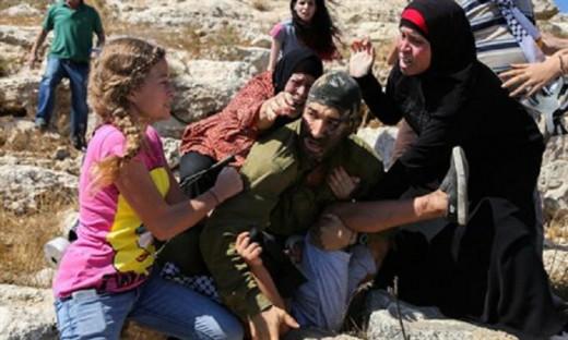 Soldado IDF golpeado por mujeres arabes