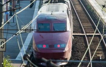 21 de agosto:. Un tren Thalys del operador nacional de ferrocarriles franceses, SNCF, se encuentra en la estación de tren principal de Arras, el norte de Francia, después de que un hombre armado abrió fuego hiriendo a tres personas  (AP)