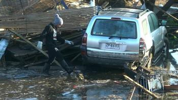 Calle en Concón. El sismo destruyó viviendas y desencadenó un tsunami que forzó a evacuar a un millón de personas en la costa.