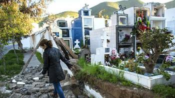 Daños en el cementerio en Illapel. Poco más de 3.000 familias permanecían sin agua potable. Unas 600 personas se mantenían en albergues, la mayor parte de ellas en la Región de Coquimbo.
